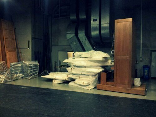 Scenography unload to the theater